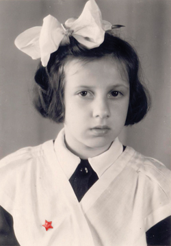Лера Новодворская во времена далекого детства в СССР/2158834_novodvorskaya (250x359, 120Kb)