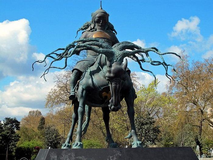 Памятник Чингиз-Хану (700x525, 150Kb)