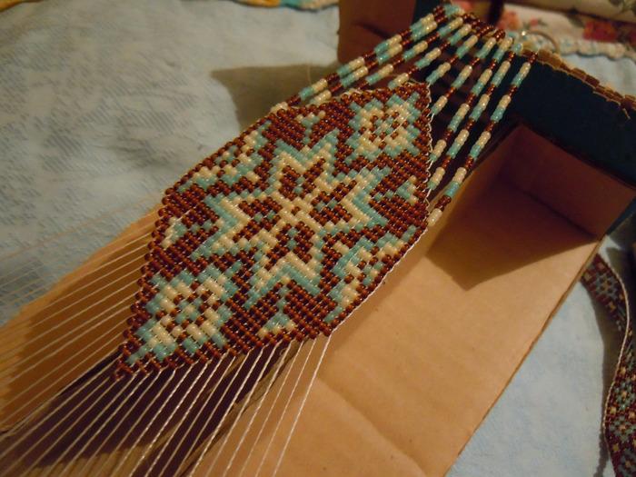 Орнаменты для станочного ткачества и мозаичного плетения, схемы герданов, гайтанов, Схема широкого браслета из бисера...
