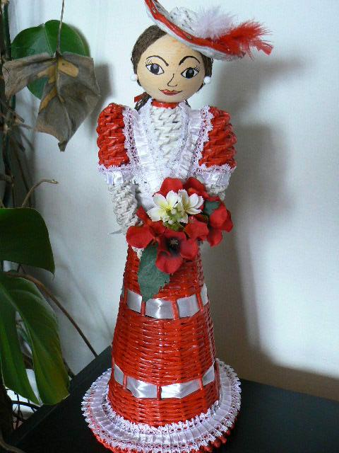 Кукла из газетных трубочек (6)