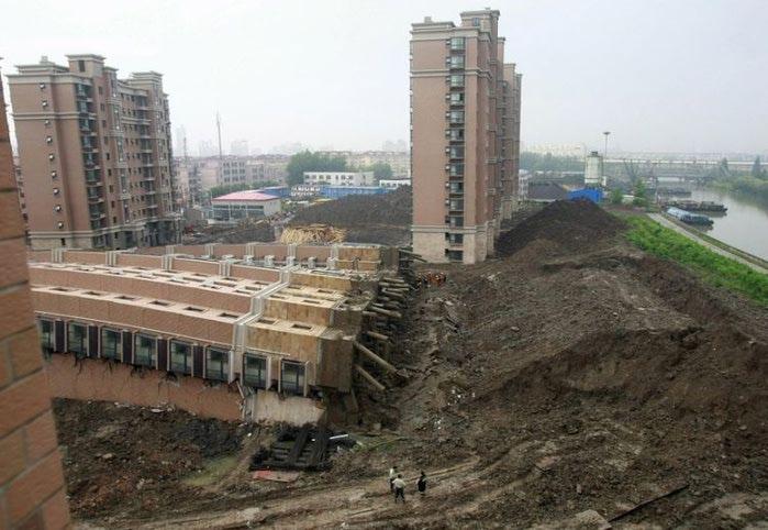 упавший дом китай 3 (700x482, 67Kb)