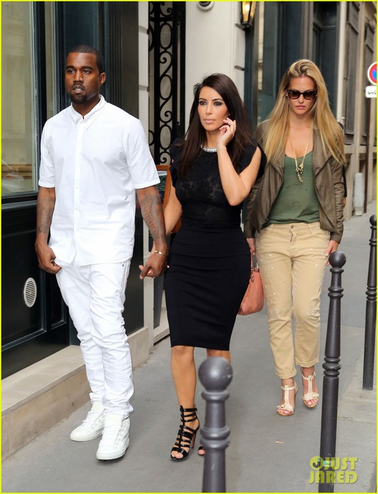 kim-kardashian-kanye-west-fashion-fun-with-bar-refaeli-03 (535x700, 99Kb)