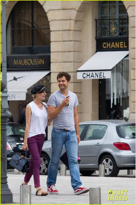 diane-kruger-joshua-jackson-carnival-couple-in-paris-01 (466x700, 89Kb)