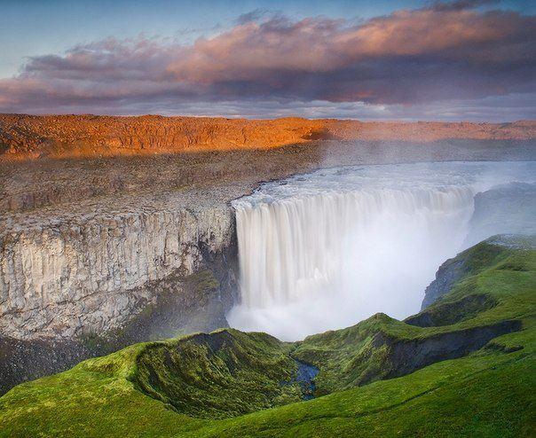 Деттифосс — водопад на реке Йёкульсау-ау-Фьёдлум в северо- восточной Исландии, самый мощный в Европе (604x494, 63Kb)