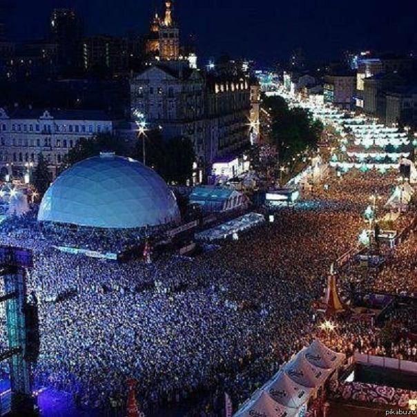 Концерт Queen и Элтона Джона в Киеве (604x604, 83Kb)