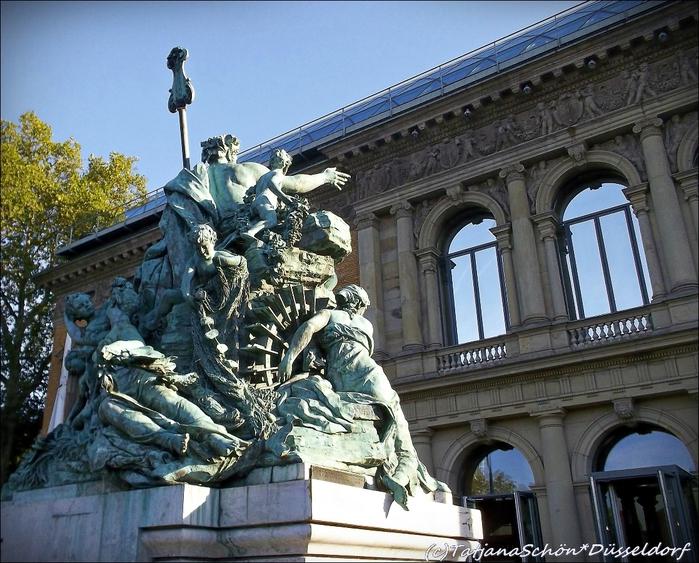 """Скульптуры Дюссельдорфа. """"Отец Рейн и его дочери"""" называется – Vater Rhein und seinen Töchtern. Рекомендация инсайдера-градоведа ТатьяныSchön*Düsseldorf"""