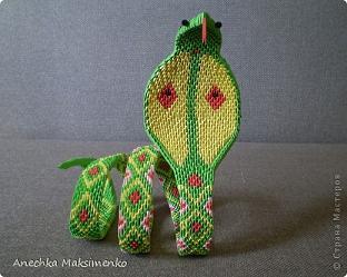 Это прекрасное модульное оригами Змея из цветной бумаги подготовила мастер Анна Максименко.