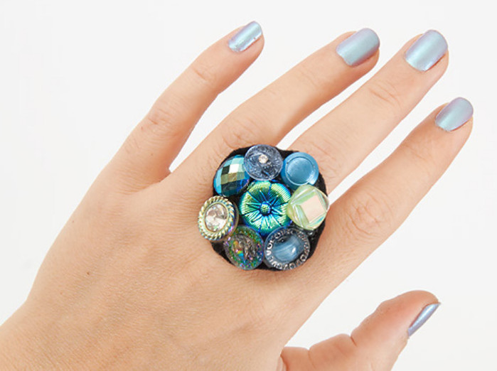 Как сделать из пуговицы кольцо