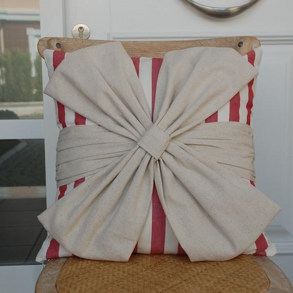 蝴蝶结装饰的抱枕 - maomao - 我随心动