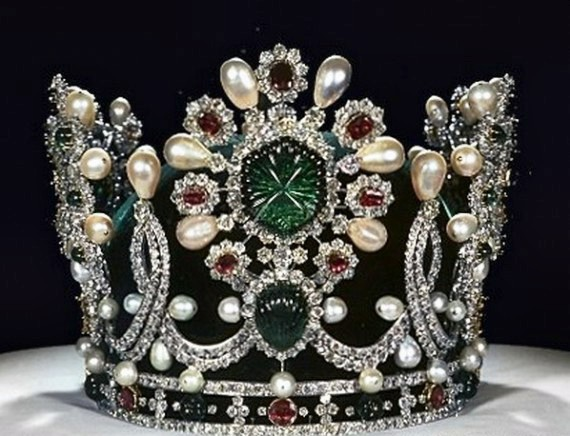 1283885971_1283794721_crowns-and-tiaras-21 (570x436, 77Kb)