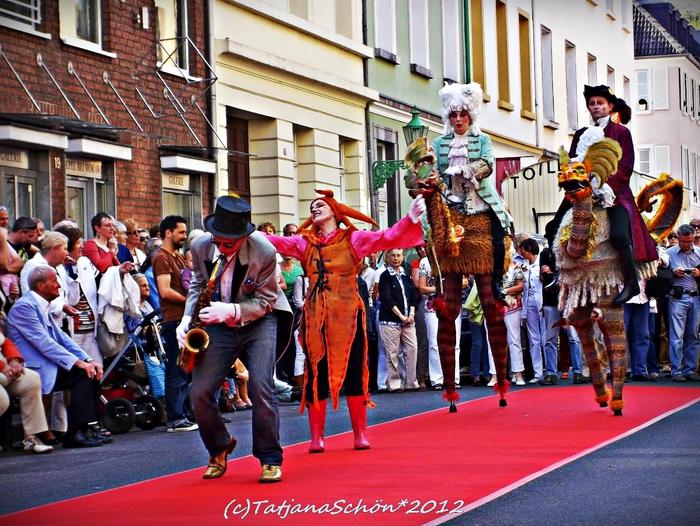Сентябрь. Дюссельдорф. Уличный праздник в районе Карлштадт.