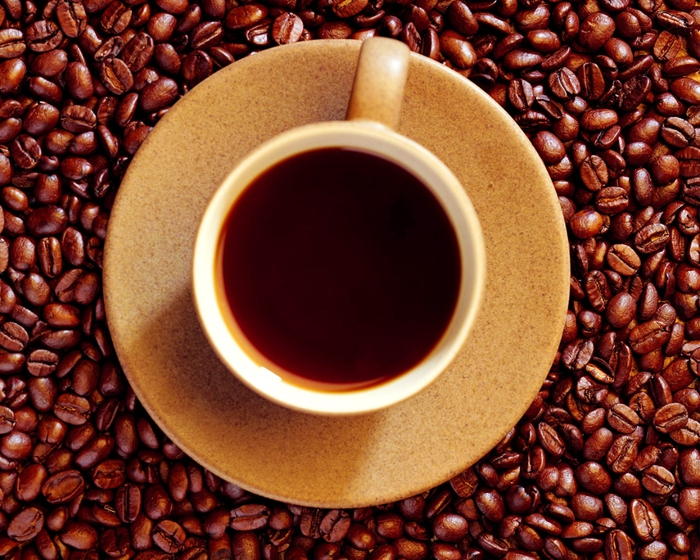 Food_Drinks_Coffee_beans_and_a_cup_of_coffee_011976_ (700x560, 365Kb)