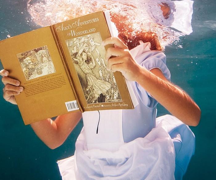 4121583_Elena_Kalis_underwater_1 (700x583, 107Kb)