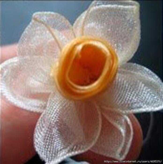 Нарцисс. Простая техника изготовления цветка./1353114325_b5bd776a5b15323890dc4f73f6e99e01_b_031 (696x700, 243Kb)