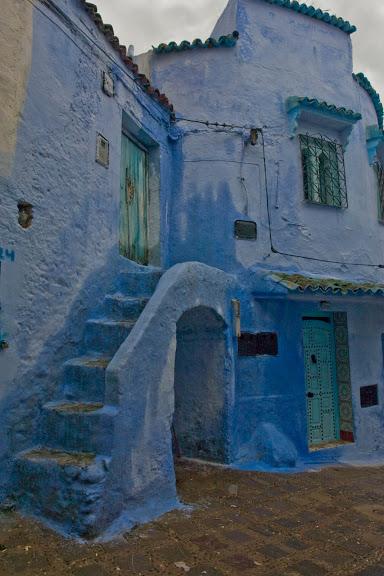 В голубом этот город всплыл, Чистота или утро в нем. 43888
