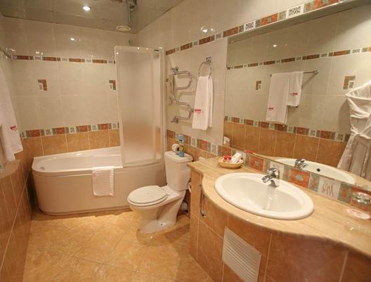 как увеличить пространство ванной комнаты/1353177197_dizayn_vannoy_komnatuy (528x401, 32Kb)