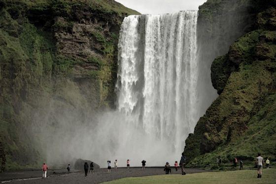 Водопады Исландии1 (560x373, 37Kb)
