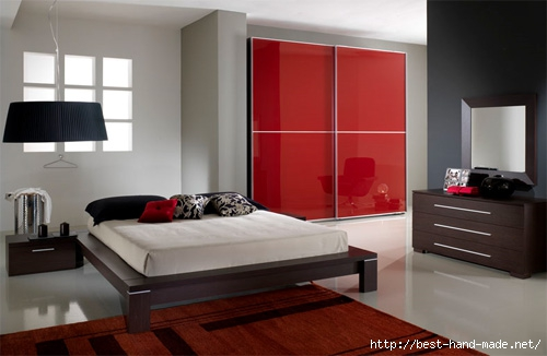 Bedroom-wardrobe-closets-with-a-square-shape-and-with-red-glass-sliding-door (500x326, 86Kb)