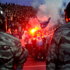 Бесчинства на стадионе на футболе (234x234, 17Kb)