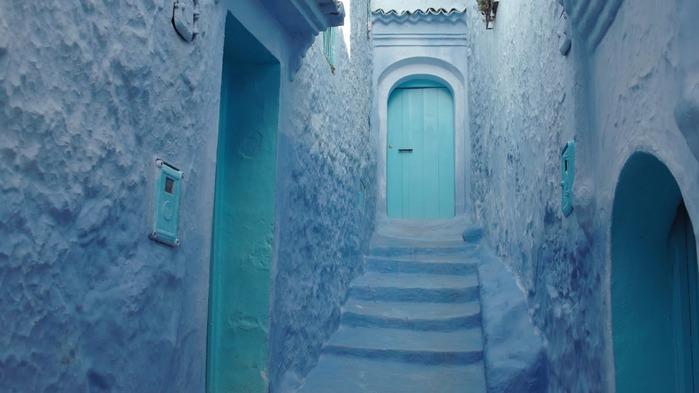 В голубом этот город всплыл, Чистота или утро в нем. 15600