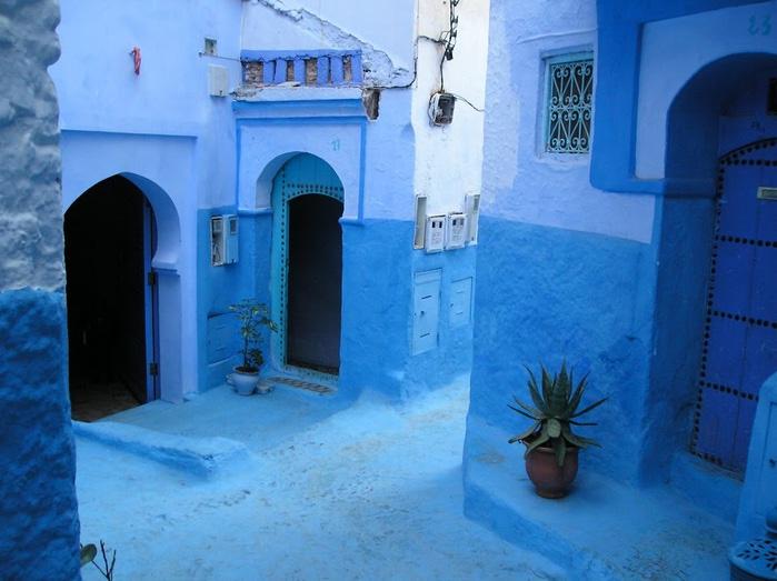 В голубом этот город всплыл, Чистота или утро в нем. 11780