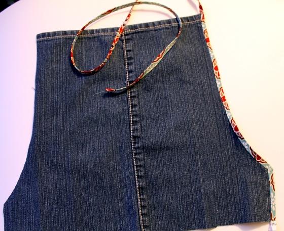 как сшить фартук из джинсов (12) (560x457, 242Kb)