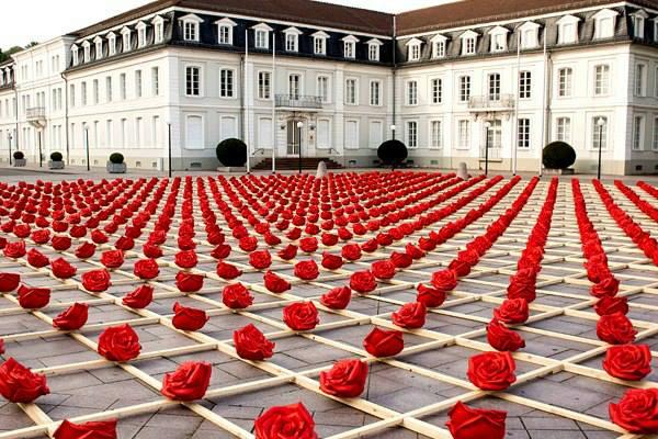 1000 роз на площади Цвайбрюккена, Германия. Город знаменит своими садами роз Хильдегарды Баварской (600x400, 345Kb)