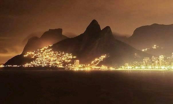 Вид на ночной Рио-де-Жанейро, Бразилия (604x362, 126Kb)