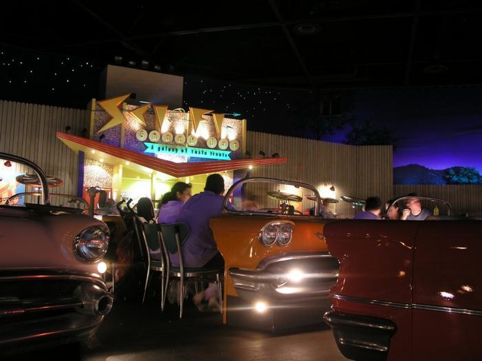 ресторан Sci-Fi Dine-In Диснейуорлде 5 (700x525, 301Kb)