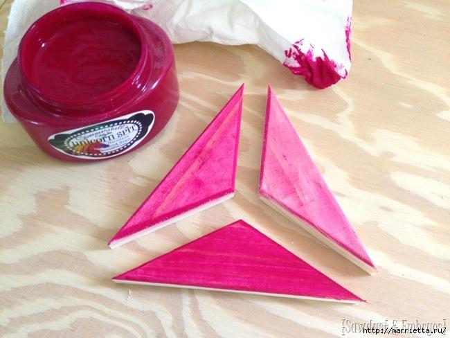 Геометрическое панно из деревянных треугольников (2) (650x488, 181Kb)