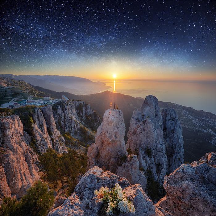 2. Рассвет над горой Ай-Петри (700x700, 734Kb)