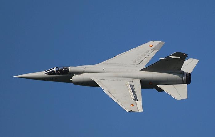 Mirage_F.1M Скорость до 2.340 км-ч, макс.взлетный вес 16,2 т, потолок 20.000м, вооружение 2 пушки (30-мм), до 4 т боевой нагрузки, включая У (700x444, 135Kb)