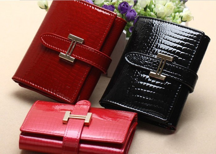 4059776_Freeshippingnew2013shortstylegenuineleatheralligatorcrackpatternwalletwomenwallet (700x497, 88Kb)