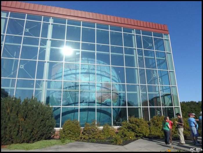 самый большой в мире глобус 4 (700x527, 458Kb)