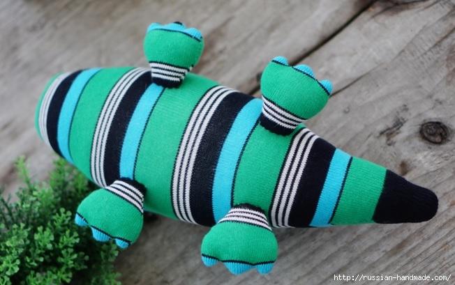 КРОКОДИЛ из носков. Шьем игрушку (5) (652x409, 175Kb)