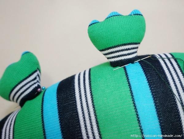 КРОКОДИЛ из носков. Шьем игрушку (9) (600x455, 160Kb)