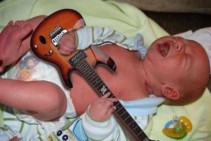дите с гитарой (700x468, 55Kb)