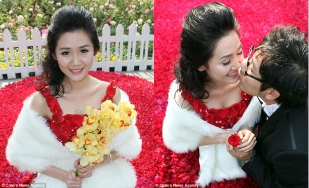 Свадебное платье из 9999 алых роз 32831