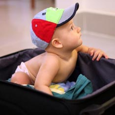 В чемодане ребёнок (234x234, 35Kb)