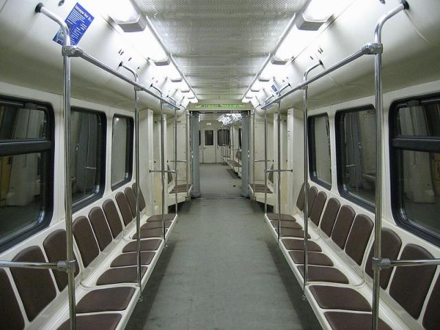 вагон метро (640x480, 240Kb)