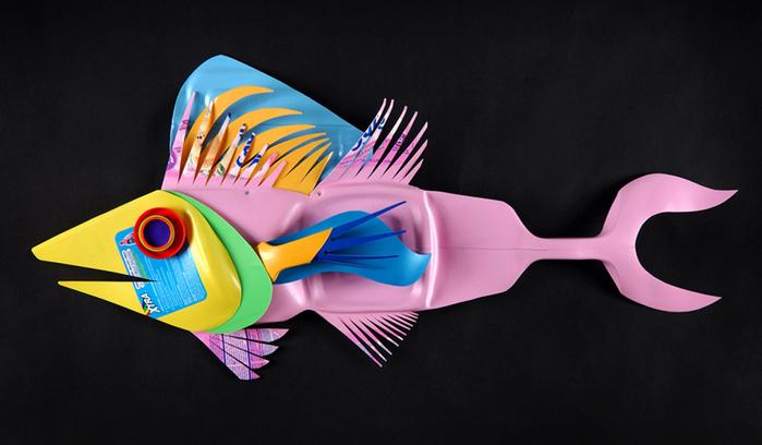 David Edgar пластиковые рыбы 2 (700x408, 213Kb)