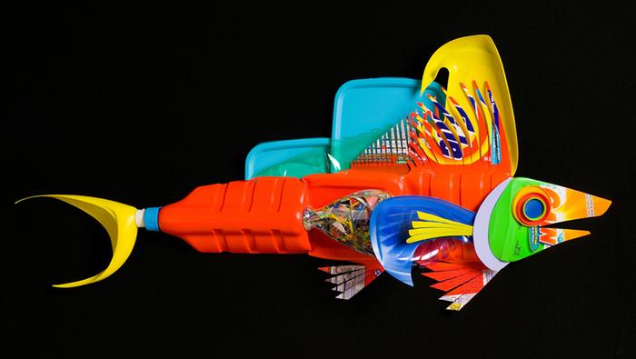 David Edgar пластиковые рыбы 5 (700x395, 208Kb)