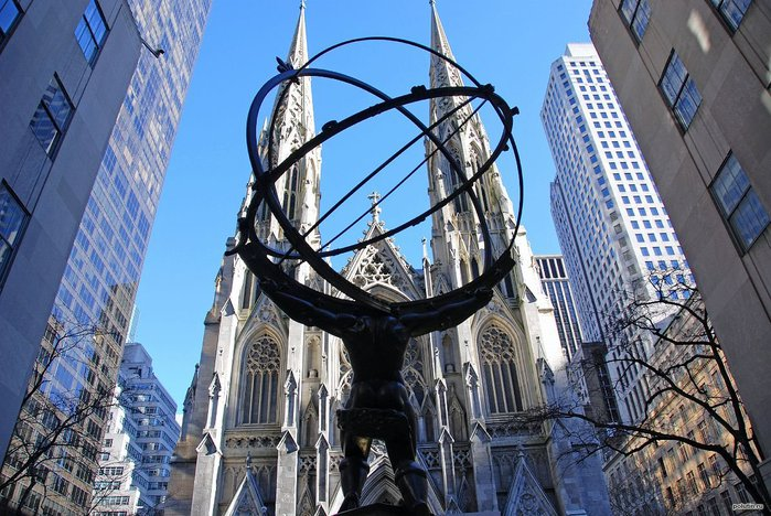 1310939282_new-york-city-rockefeller-center-05-atlas-statue-and-st-patricks-cathedral (700x468, 110Kb)