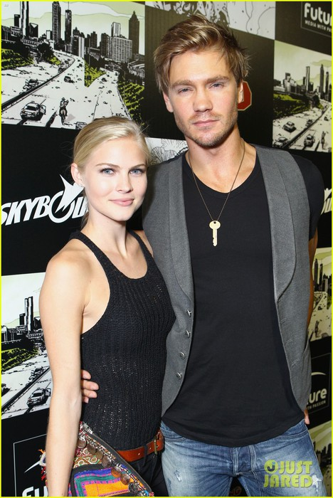 chad-michael-murray-comic-con-party-with-kenzie-dalton-02 (468x700, 105Kb)