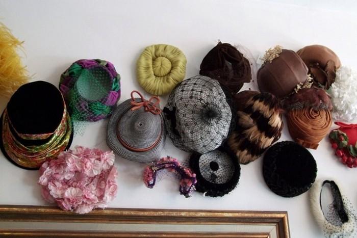 Настенный декор интерьера с помощью шляп 13 (700x467, 81Kb)