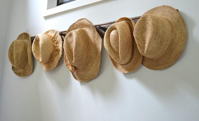 Настенный декор интерьера с помощью шляп 19 (700x425, 64Kb)