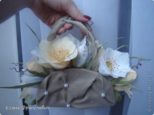 Свит-дизайн Бумагопластика Сумочка с лилиями Бисер Бумага гофрированная Бусинки Продукты пищевые Ткань фото 1.