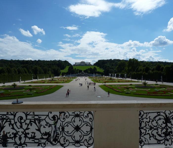 Вид с балкона дворца на сад (700x600, 158Kb)