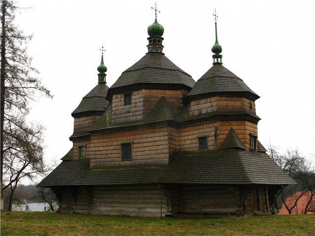 Дерев`яна церква (1754). Комарне. Львівська область (640x480, 51Kb)