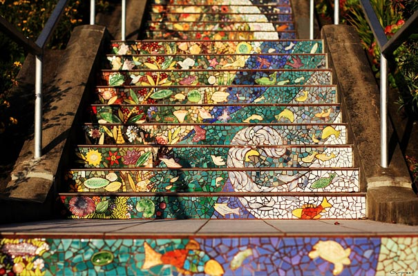 1. На создание 163 ступенек, покрытых мозаикой, ушло почти полтора года. Спонсором проекта выступил San Francisco Parks Trust в 2003 году (605x400, 91Kb)